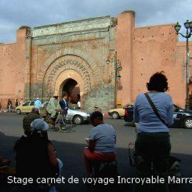 Travail du groupe d'aquarellistes devant la porte Bab Agnaou, l'une des plus anciennes portes des remparts de Marrakech.