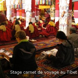 Travail sur le motif dans un monastère tibétain