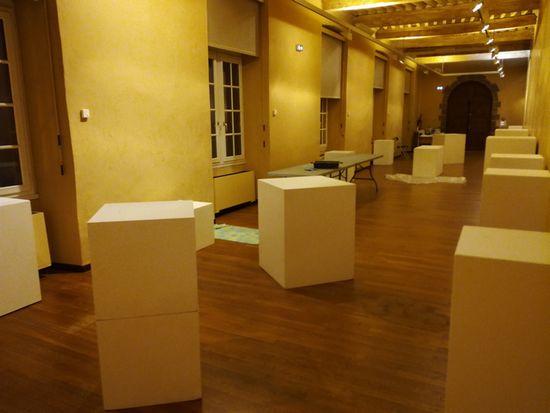 Mise en place des socles Galerie Foch Rodez